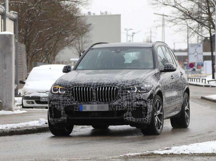 BMW X5, la quarta generazione debutta su strada - Foto 9 di 28