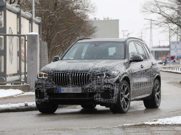 BMW X5, la quarta generazione debutta su strada - Foto 1 di 28