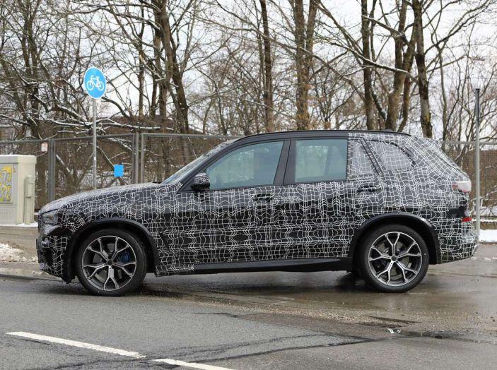 BMW X5, la quarta generazione debutta su strada - Foto 4 di 28