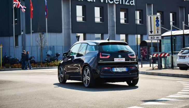 BMW i3 2018, la nostra prova su strada della piccola bavarese - Foto 7 di 21