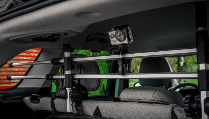 """Citroën lancia il kit """"Pet à Porter"""" per la sicurezza dei cani in auto - Foto 23 di 25"""