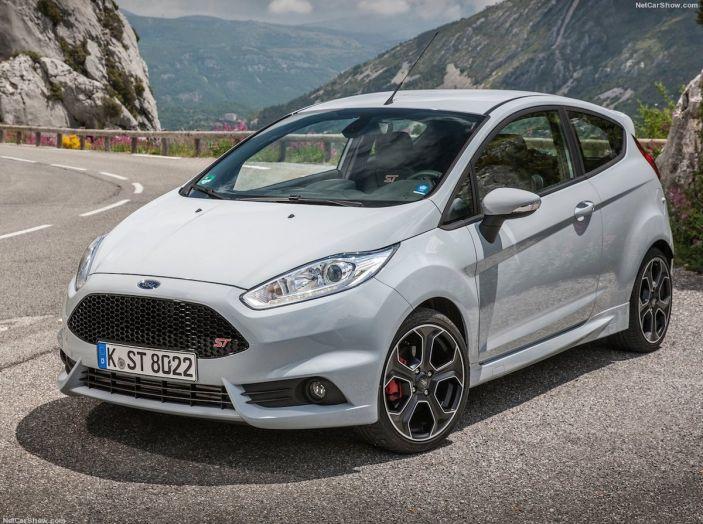 Le auto più comprate in Italia? A vincere tra le straniere è Ford Fiesta - Foto 12 di 25