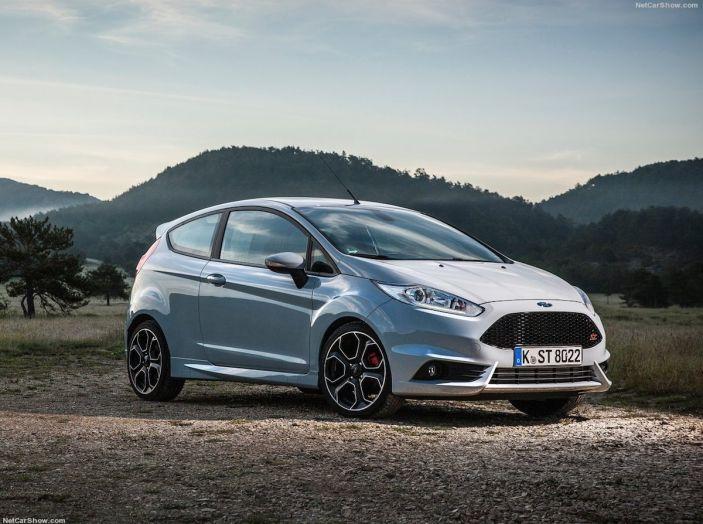 Le auto più comprate in Italia? A vincere tra le straniere è Ford Fiesta - Foto 10 di 25