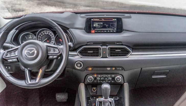 Mazda CX-5 2018, prova su strada: due versioni a confronto - Foto 21 di 34