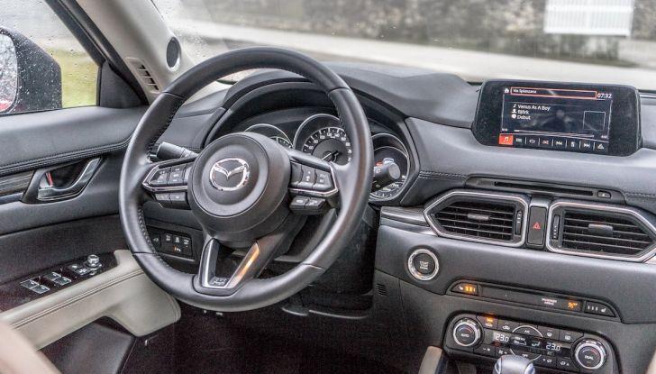 Mazda CX-5 2018, prova su strada: due versioni a confronto - Foto 22 di 34