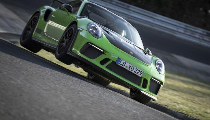 [VIDEO] Porsche 911 GT3 RS da record al Nürburgring in 6'56.4 - Foto 1 di 6