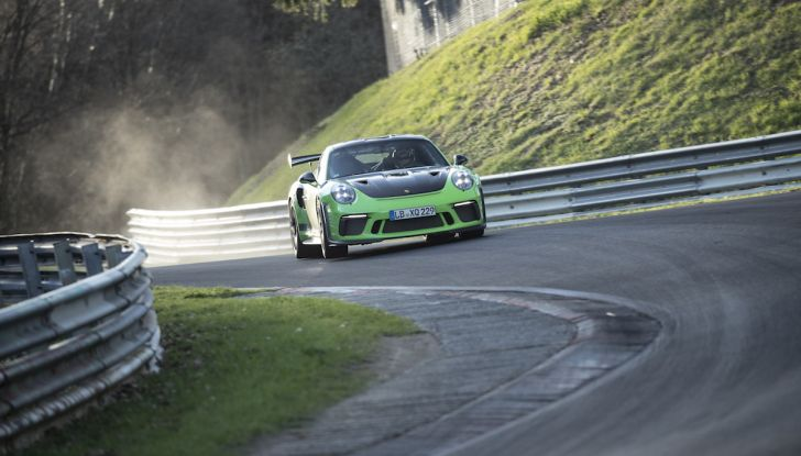 [VIDEO] Porsche 911 GT3 RS da record al Nürburgring in 6'56.4 - Foto 2 di 6