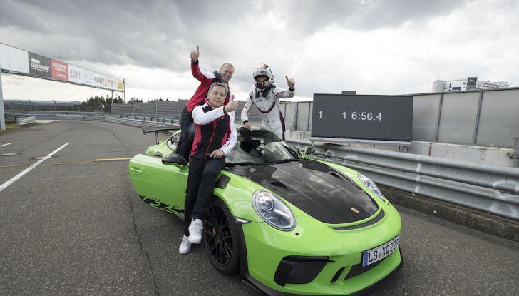 [VIDEO] Porsche 911 GT3 RS da record al Nürburgring in 6'56.4 - Foto 5 di 6