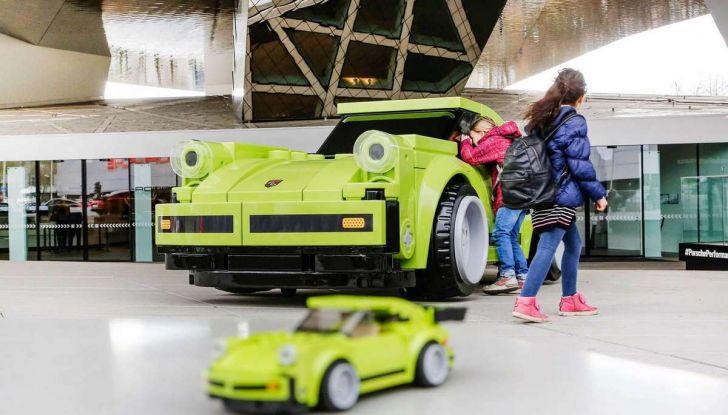 Porsche 911 Turbo, l'esemplare in LEGO al Museo Porsche di Stoccarda - Foto 4 di 5