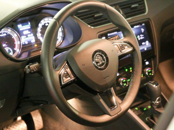 Prova Skoda Octavia Wagon G-TEC: comoda, ecologica e spaziosa! [VIDEO] - Foto 15 di 38