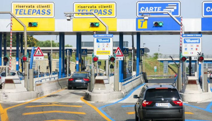 Autostrade, meno 2 punti patente per mancato pedaggio: è legale? - Foto 1 di 19