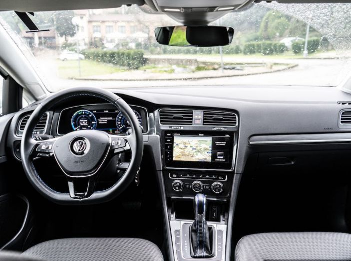 Prova Volkswagen e-Golf 2018: Tanta autonomia, comfort e stile! - Foto 17 di 27
