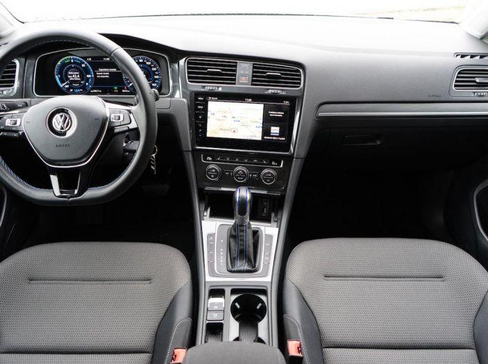Prova Volkswagen e-Golf 2018: Tanta autonomia, comfort e stile! - Foto 18 di 27