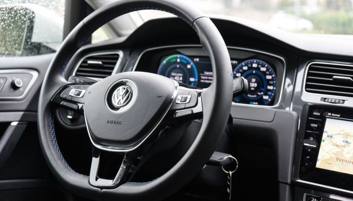 Prova Volkswagen e-Golf 2018: Tanta autonomia, comfort e stile! - Foto 20 di 27