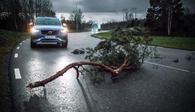 Automobili e camion Volvo comunicano nel traffico in tempo reale