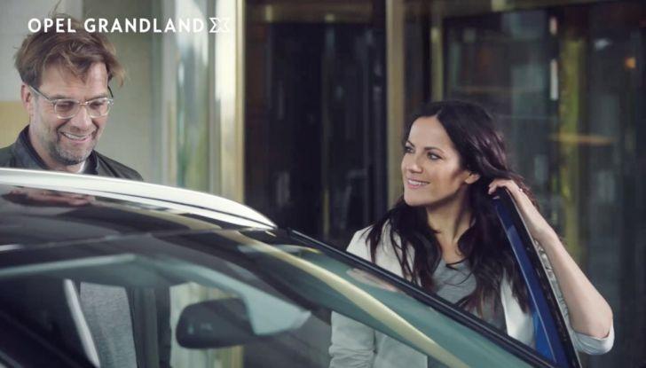 Opel, nuova campagna pubblicitaria con Jurgen Klopp e Bettina Zimmermann - Foto 1 di 6