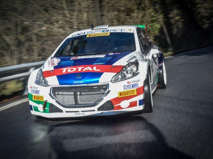 Voce a Paolo Andreucci (Peugeot 208 T16) prima della gara siciliana - Foto 2 di 3