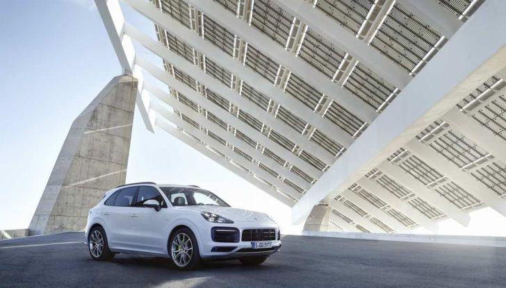 Porsche Cayenne E-Hybrid prezzi, motori e prestazioni del SUV ibrido - Foto 3 di 6