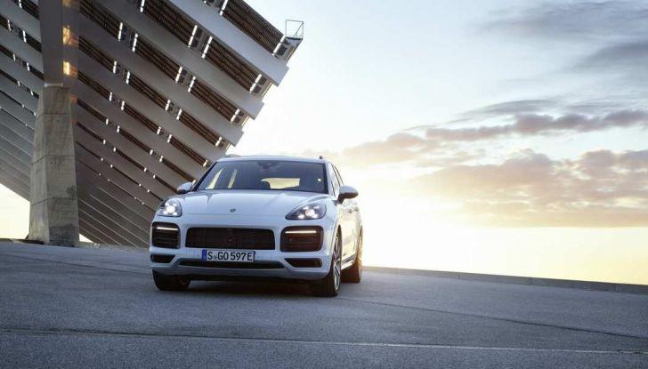 Porsche Cayenne E-Hybrid prezzi, motori e prestazioni del SUV ibrido - Foto 1 di 6