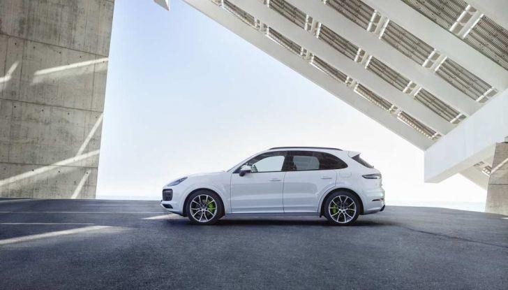 Porsche Cayenne E-Hybrid prezzi, motori e prestazioni del SUV ibrido - Foto 4 di 6