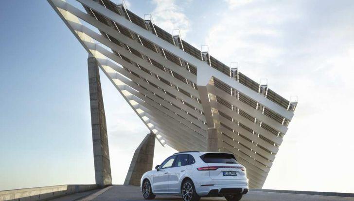 Porsche Cayenne E-Hybrid prezzi, motori e prestazioni del SUV ibrido - Foto 5 di 6