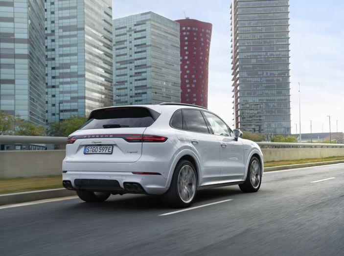 Porsche Cayenne E-Hybrid prezzi, motori e prestazioni del SUV ibrido - Foto 2 di 6
