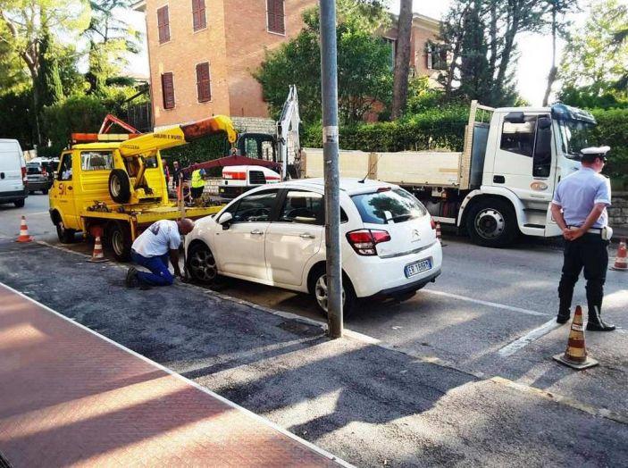 Cosa dice il codice della strada sulla rimozione forzata e come fare in questi casi - Foto 5 di 7