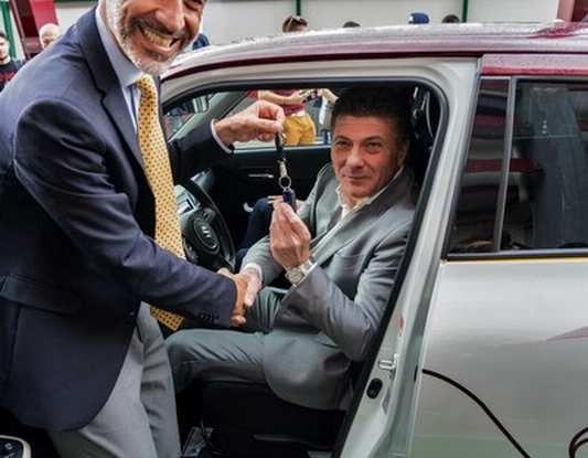 Suzuki SWIFT Toro Edition per Walter Mazzarri, allenatore del Torino - Foto 3 di 6