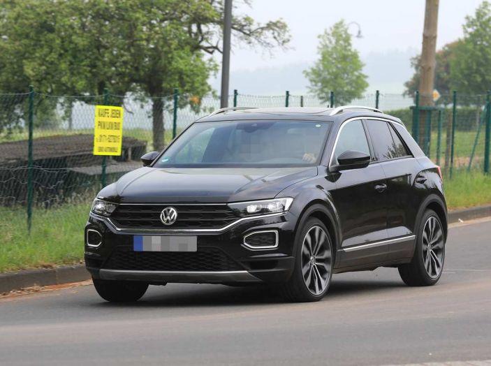 Volkswagen T-Roc R, primi test per la variante sportiva - Foto 1 di 15