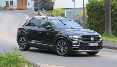 Volkswagen T-Roc R, primi test per la variante sportiva