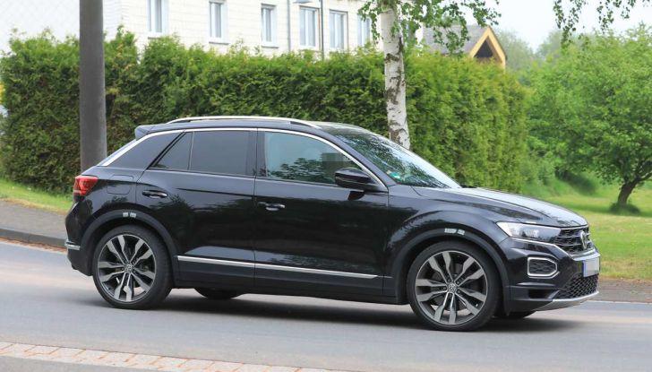 Volkswagen T-Roc R, primi test per la variante sportiva - Foto 11 di 15