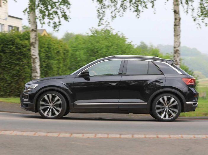 Volkswagen T-Roc R, primi test per la variante sportiva - Foto 4 di 15