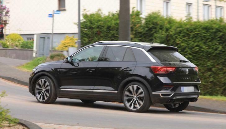 Volkswagen T-Roc R, primi test per la variante sportiva - Foto 5 di 15