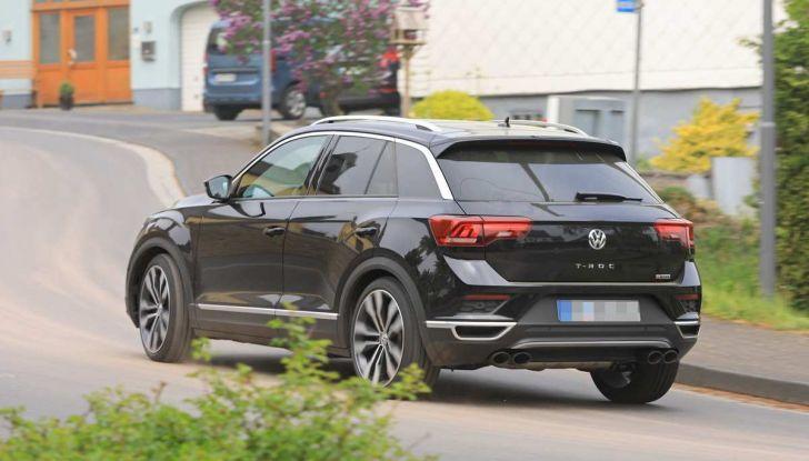 Volkswagen T-Roc R, primi test per la variante sportiva - Foto 6 di 15