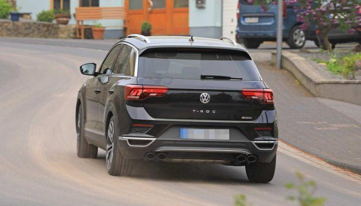 Volkswagen T-Roc R, primi test per la variante sportiva - Foto 7 di 15