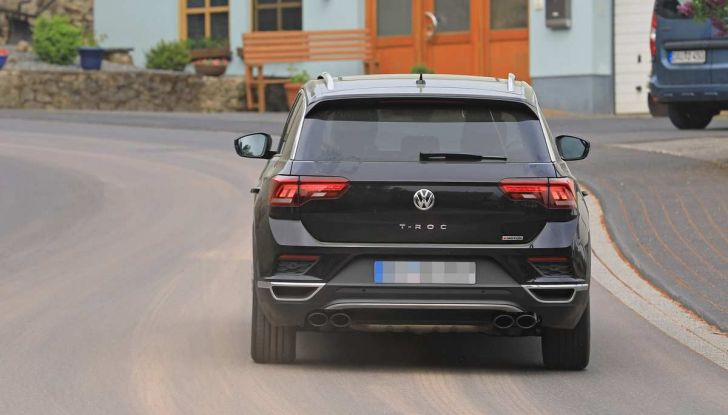 Volkswagen T-Roc R, primi test per la variante sportiva - Foto 8 di 15