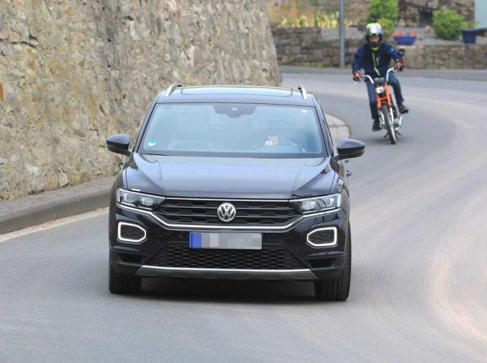 Volkswagen T-Roc R, primi test per la variante sportiva - Foto 9 di 15
