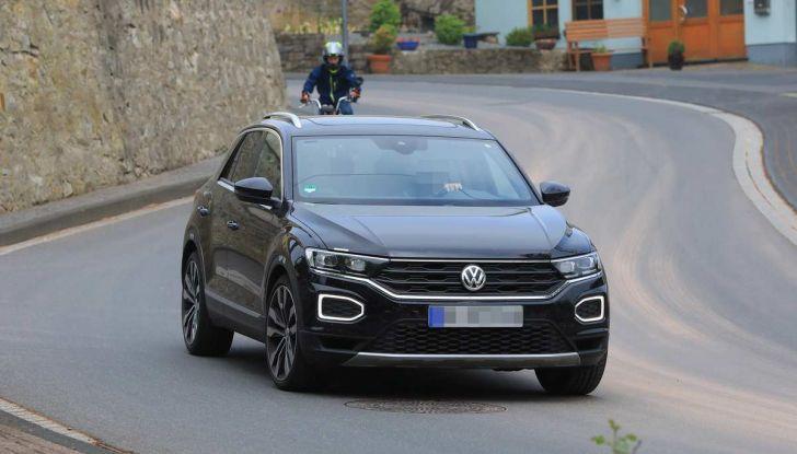 Volkswagen T-Roc R, primi test per la variante sportiva - Foto 10 di 15