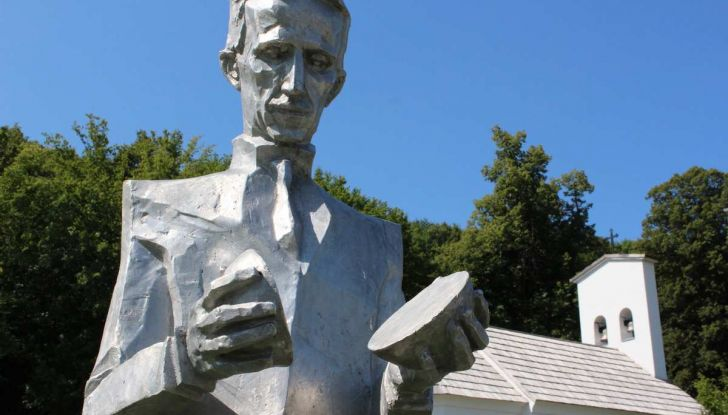 On The Traces of Tesla: un viaggio europeo in elettrico per conoscere Nikola Tesla - Foto 1 di 18