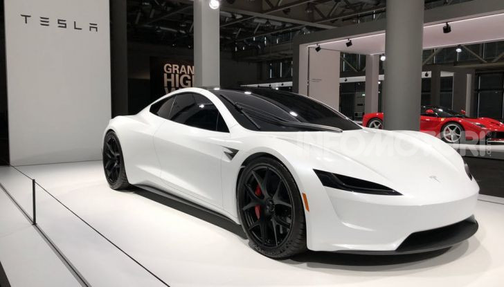 La Tesla Roadster 2 batte la Ferrari F1 2019 in una Drag Race al Sym - Foto 11 di 13