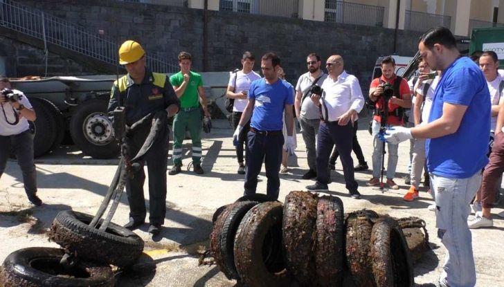 8.500 pneumatici recuperati dai fondali marini italiani - Foto 3 di 6