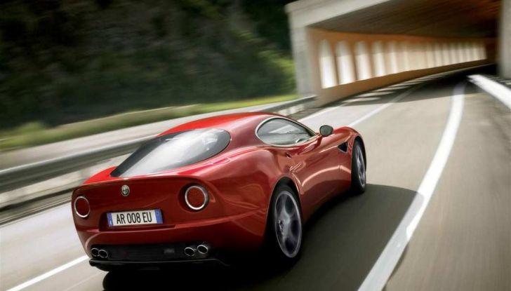 Alfa Romeo 8C, la supercar da 700 CV con motore elettrico - Foto 2 di 9