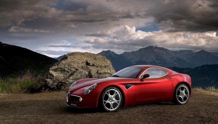 Alfa Romeo 8C, la supercar da 700 CV con motore elettrico - Foto 5 di 9