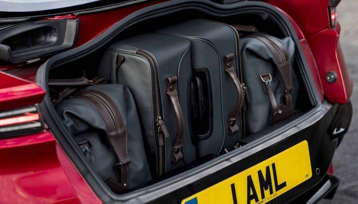 Nuova Aston Martin DBS Superleggera, il V12 Twin Turbo da 725CV - Foto 4 di 11