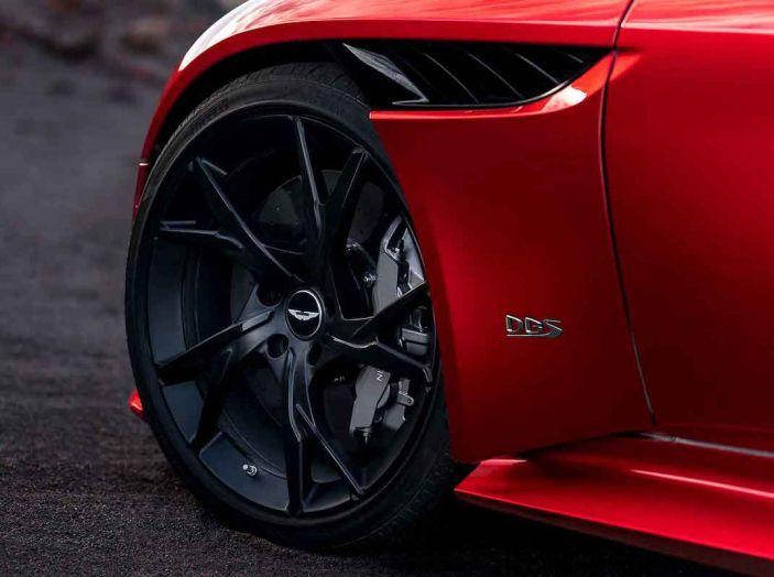 Nuova Aston Martin DBS Superleggera, il V12 Twin Turbo da 725CV - Foto 9 di 11