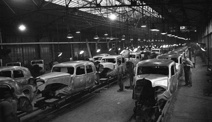 1934: André Citroën lancia la produzione in serie della Traction Avant - Foto 5 di 12