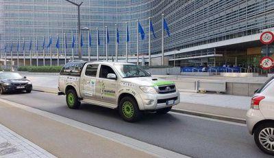 Da Torino a Pechino con una Toyota Hilux a biogas