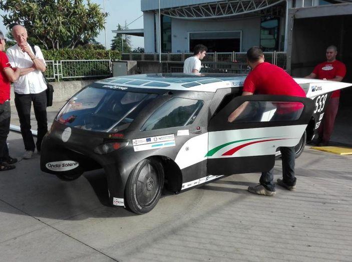 Svelata a Maranello Emilia 4, l'auto ad energia solare per le competizioni - Foto 2 di 3