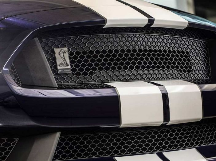Ford Mustang Shelby GT350 2018, fascino da muscle car - Foto 4 di 11
