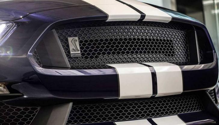 Ford Mustang Shelby GT350 2018, fascino da muscle car - Foto 4 di 11